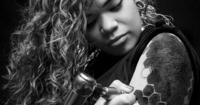 Gabriela Agudelo se destaca en el arte del tatuaje