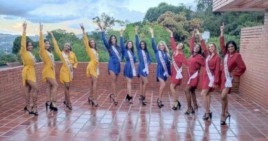 Imposición de bandas a las candidatas de Miss Grand Dtto. Capital