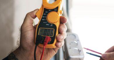 """¿Cómo proteger sus equipos ante """"bajones"""" de electricidad?"""